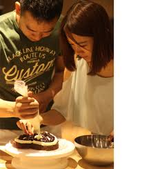 Couples & Cupcakes DATE NIGHT - Baking Classes Southfield Michigan | Cake Crumbs - couple2